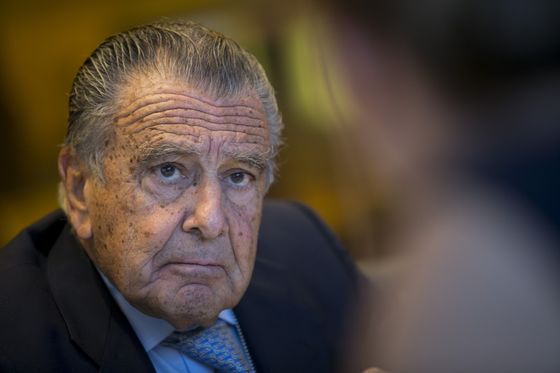 Argentine Billionaire Warns Fernandez Against Closer China Ties