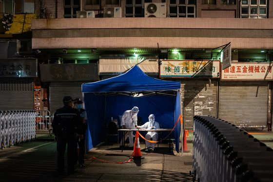 Hong Kong Lifts Second Lockdown in Kowloon for Covid Tests