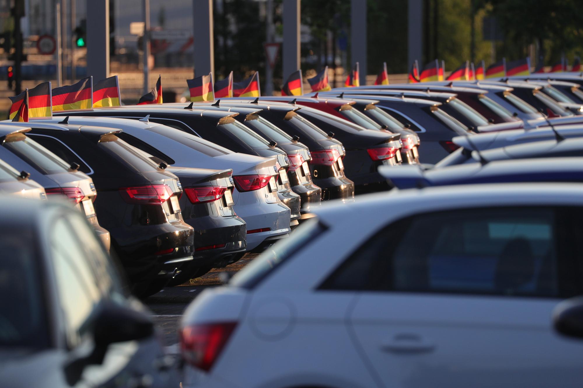 EU Warns of 'Severe Disruption' as Trump Threatens Car Tariffs