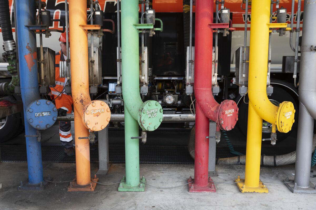 Oil Near $57 as U.S. Fuel Stockpile Gain Feeds Demand Fears