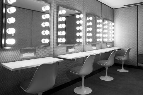 Tulip chairs by Eero Saarinen.