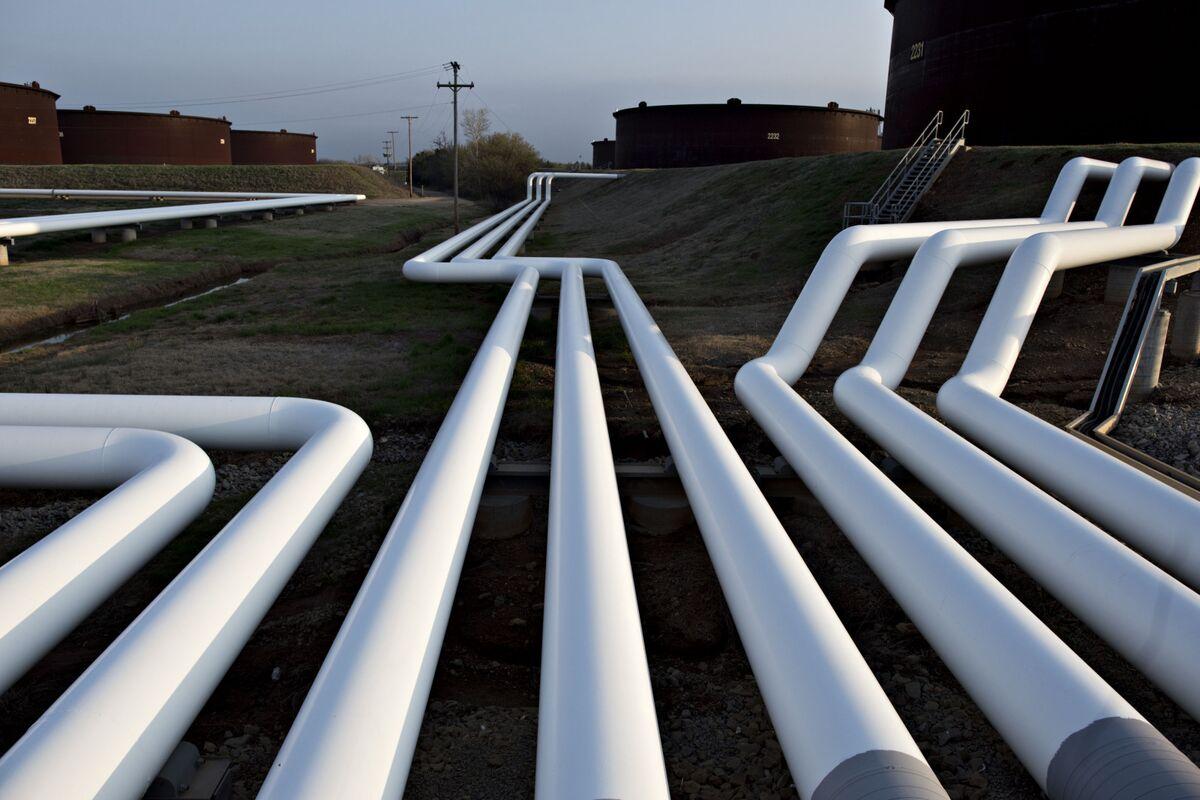 Enbridge Pipeline Reversal Earns BP's Ire, Suncor's Praise