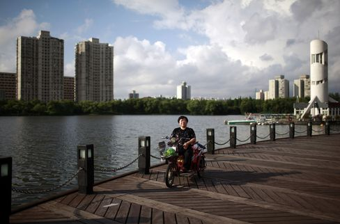 Chinese Protest $5 Billion Losses Tied to U.S Reverse Merger