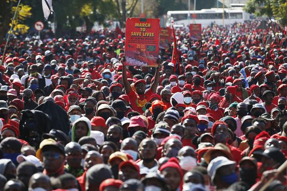 South African Party Demands Vaccines by Staging Crowded March