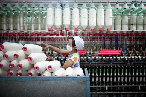 China Cotton Demand Seen Falling 11% on Economy's Harsh Winter