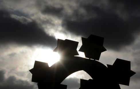 Hedge Funds Fell 4.9% in 2011 as Europe Debt Crisis