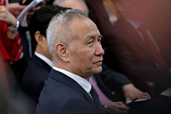 Huarong's Fate May Rest With Xi Confidant Who Loathes Bailouts