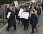 Members of plaintiff demanding same-sex marriage in Japan enter the Tokyo District Court on Feb. 14.