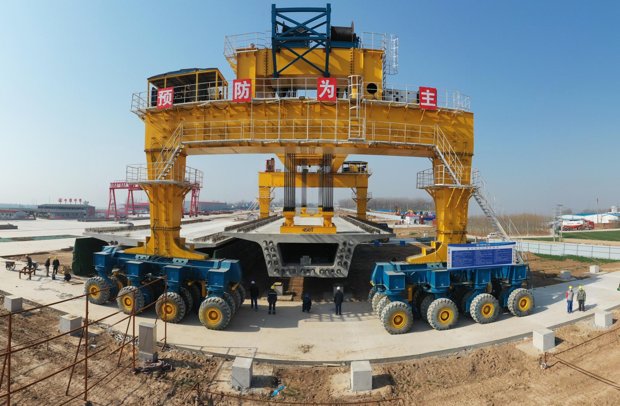 Pembangunan kereta api berkecepatan tinggi di Heze, Provinsi Shandong pada 23 Februari.