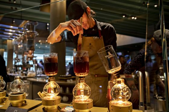 Starbucks Raises Pay for Baristas Amid Climbing U.S. Wages