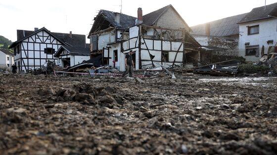 Merkel Witnesses 'Surreal' Devastation of Germany's Floods