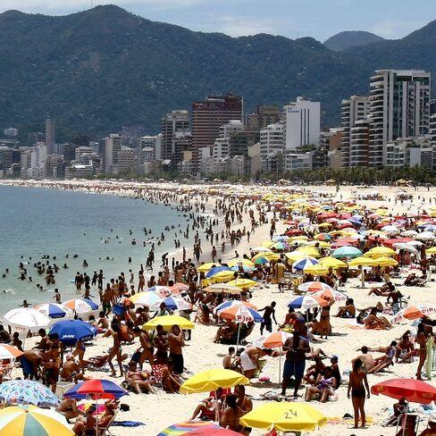 Rio Gains on Sao Paulo as Funds Seek Beaches