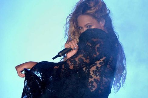 Beyonc??'s Permanent Stealth Campaign for Flawless Commercial Success