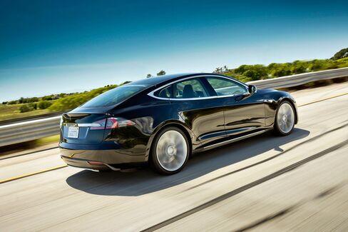 Musk's Tesla Tops California Green-Car Credit Sales in Past Year