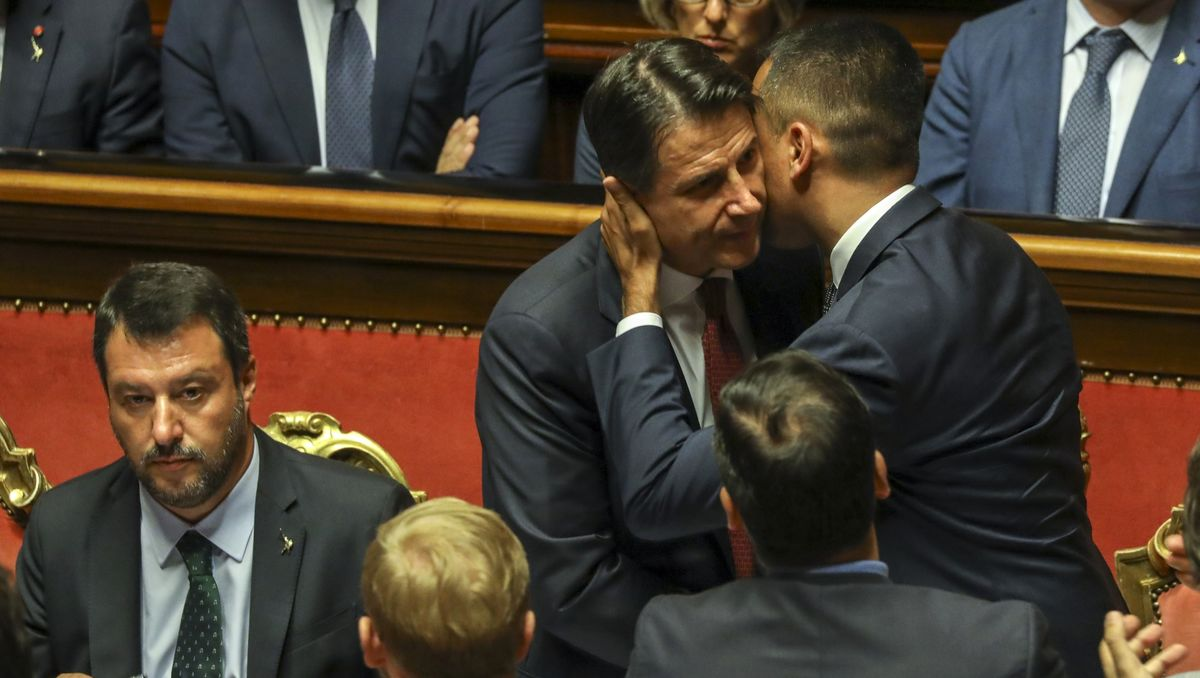 Italian Stocks Deepen August Losses as Prime Minister to Resign