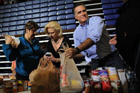 Obama and Romney Tiptoe Around Sandy