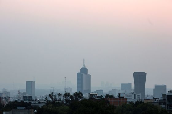 Mexico City Residents Told to Stay Indoors as Pollution Worsens