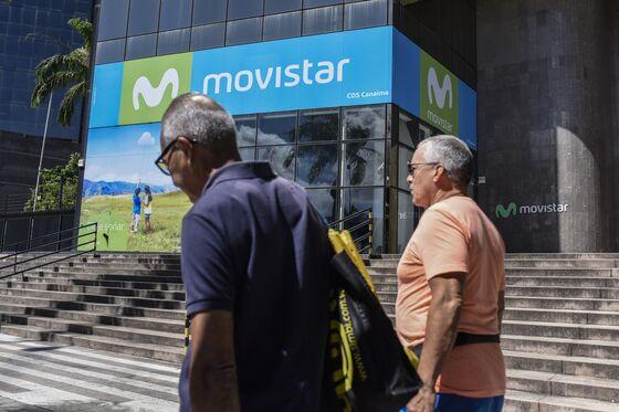 Hard-Knock Life Gets Harder in Venezuela With Internet Near Bust