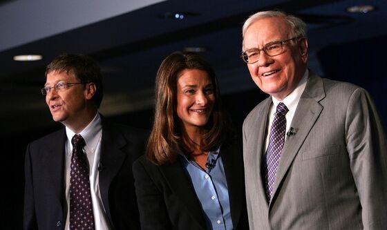 Warren Buffett Steps Away From Middleman Spot in Gates Divorce
