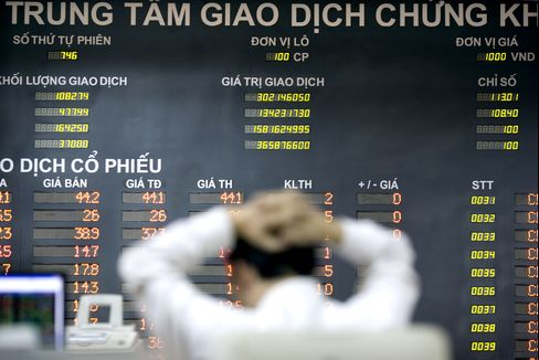 Vietnam's Stocks Rise After Valuations Slump to Three-Month Low