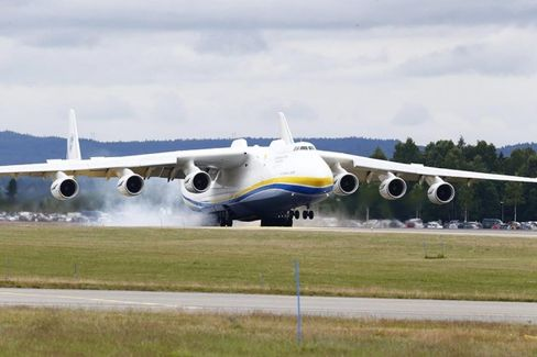 The World's Biggest Airplane Blew Up Twitter