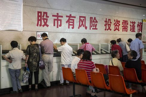 Chinese Stocks Head for Weekly Decline Amid Economic Concerns