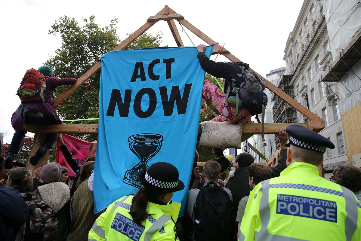 Climate Protesters Paralyze Central London as Arrests Mount