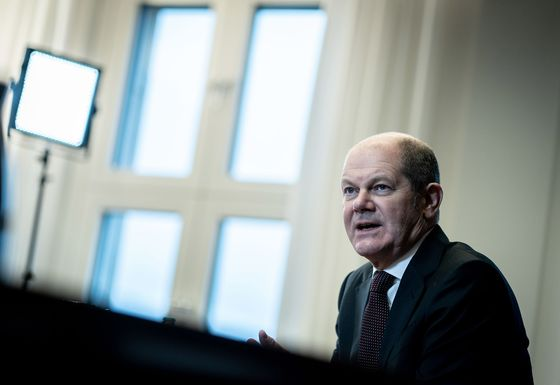 Germany's Scholz Calls for Spending Boost in Chancellor Bid