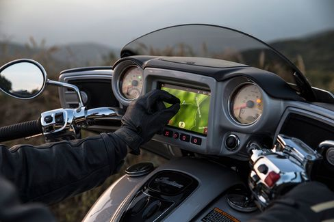 """Indian's new navigation screen can be """"pinched,"""" just like an iPhone."""