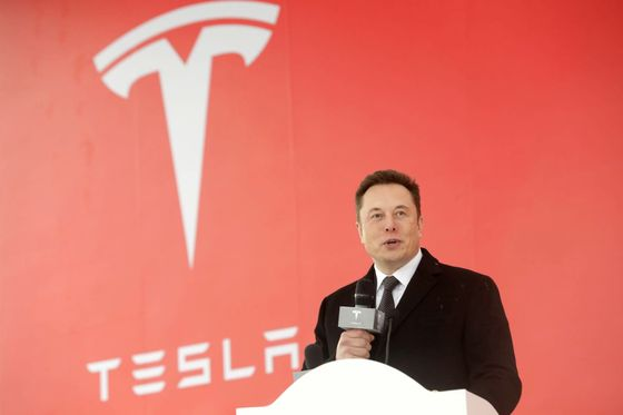 Elon Musk in China to Break Ground for First TeslaFactory Outside U.S.