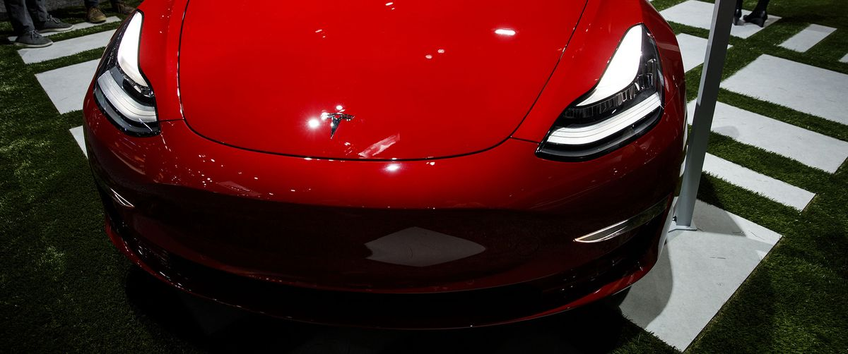 Tesla's Summon-Your-Car Feature Spurs U.S. Safety Inquiry
