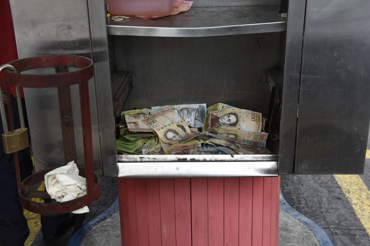 Venezuela Adds to Chaos With One of Biggest Currency Devaluations Ever