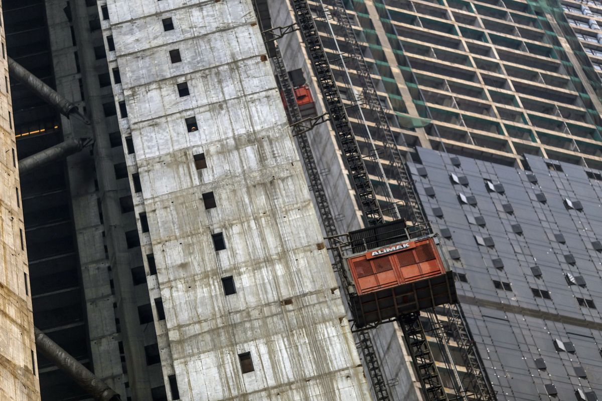 Indian Developers Slump on Bankruptcy and Tax Woes