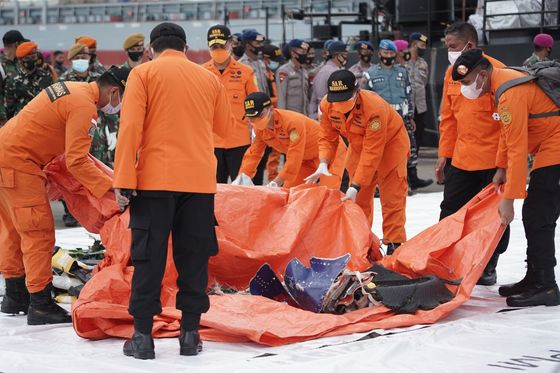 Boeing Warns Pilots in Wake of Deadly Indonesian 737 Crash