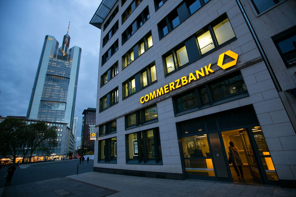 Commerzbank kicks off fundamental 39 overhaul at its headquarters bloomberg - Commerzbank london office ...