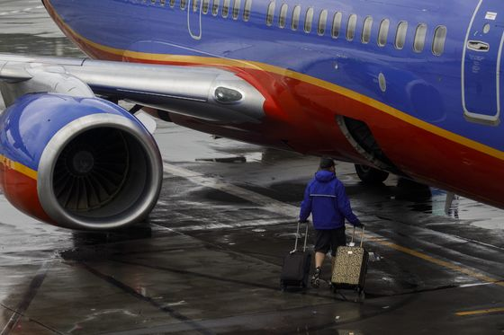 Travel Industry Rebound Is Threatened by Airline Hiring Troubles