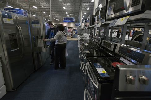 Consumer Sentiment in U.S. Falls to Lowest Since December 2011