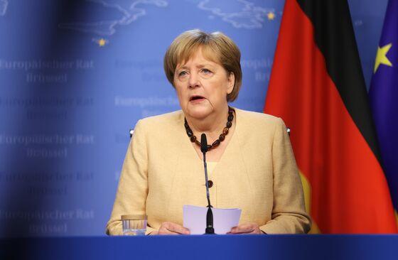 Merkel's Bloc Widens German Election Poll Lead as Greens Slip