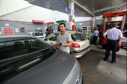 Customers At A Petrol Station In Tehran