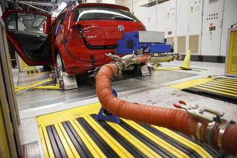 veteran vw engineer   charged   emissions probe bloomberg