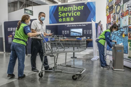 Walmart Rethinks Its China 'Hypermarket' Strategy Amid Alibaba Gains