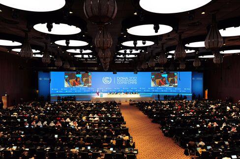UN Envoys Work Toward Global Warming Agreement as Deadline Nears