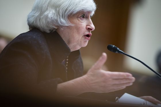 Yellen Sticks with 'Transitory' View of U.S. Inflation