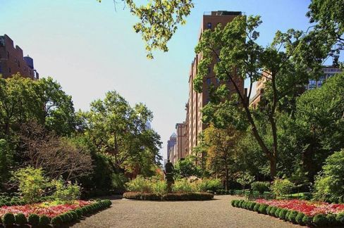 The house fronts Gramercy Park, one of two private parks in New York.