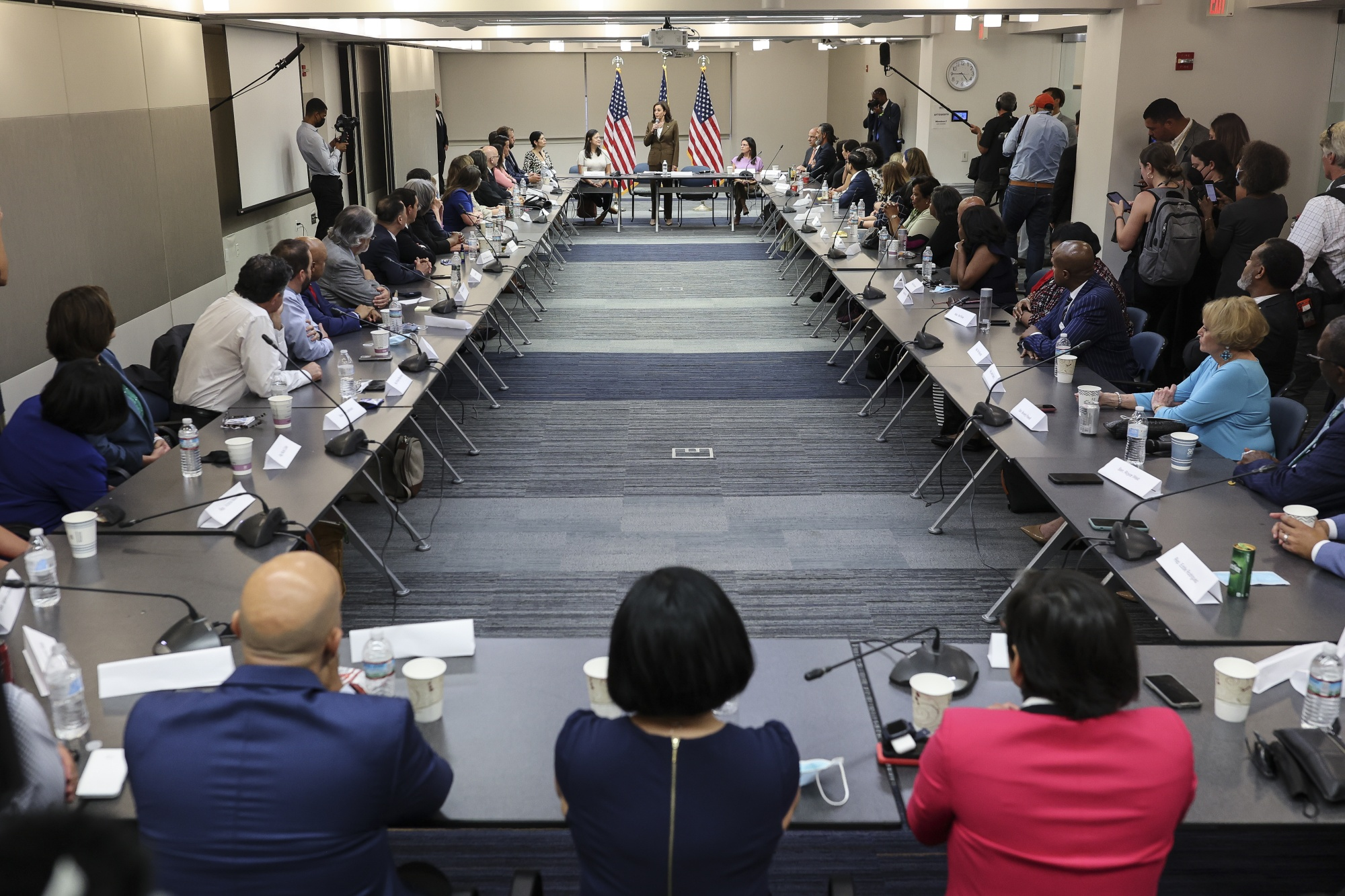 La vicepresidenta Kamala Harris se reúne con legisladores demócratas de Texas
