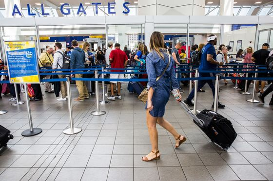 U.S. Airports Spend Record Sums to Renovate Amid Travel Boom