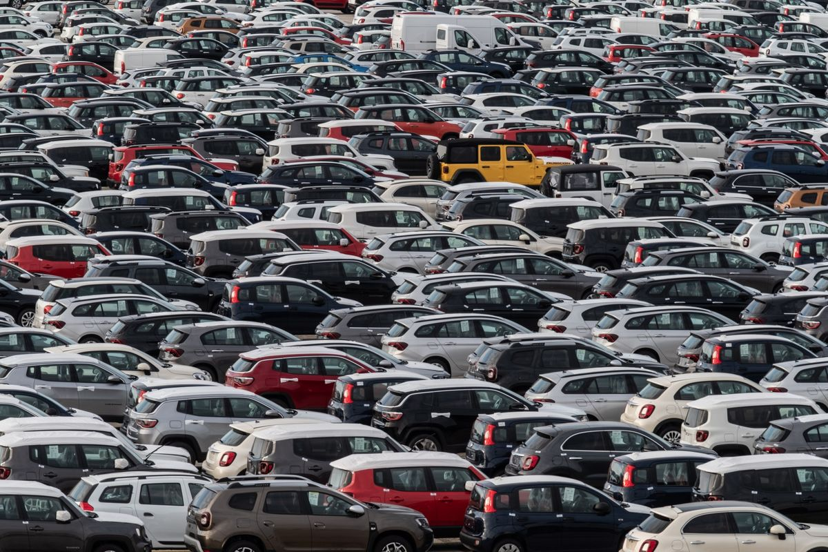 French April New Car Registrations Rise 569% After 2020 Plunge thumbnail