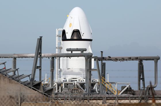 SpaceX Poised to Be First With Astronaut Flights, Beating Boeing
