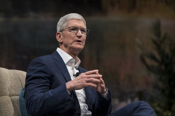 Apple's Tim Cook Faces Judge With Stakes Beyond $142 Billion of Apps