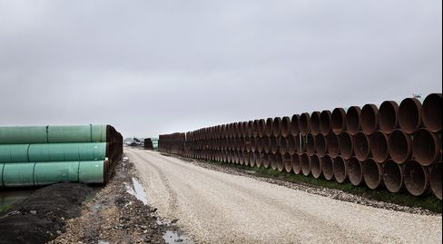 Keystone XL Foes Use Flattery to Sway Kerry Against Oil Pipeline